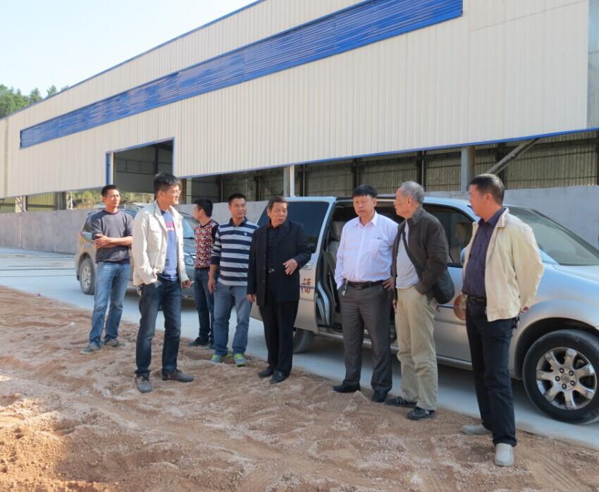 11月4日,雷火秘书处同志走访宁都石材行业会员企业,分别参观了近十个石材加工厂,了解情况、开展调研。