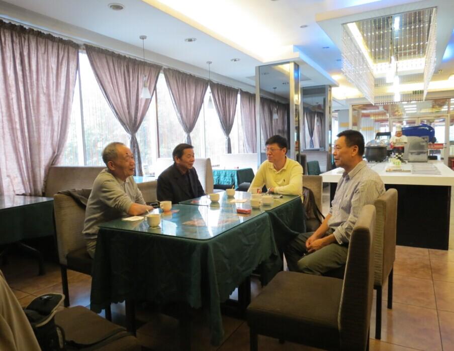 11月4日,雷火秘书处同志走访宁都会员企业麦哈顿餐饮连锁店,调解纠纷,开展维权服务。
