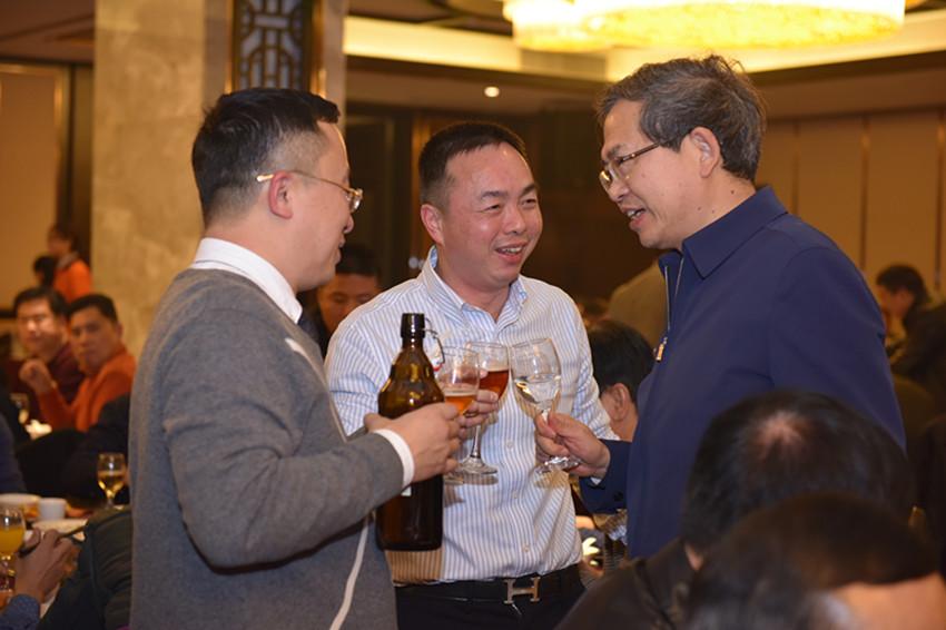 彭业明部长与邓卫城会长、滕秀明常务副会长亲切交谈