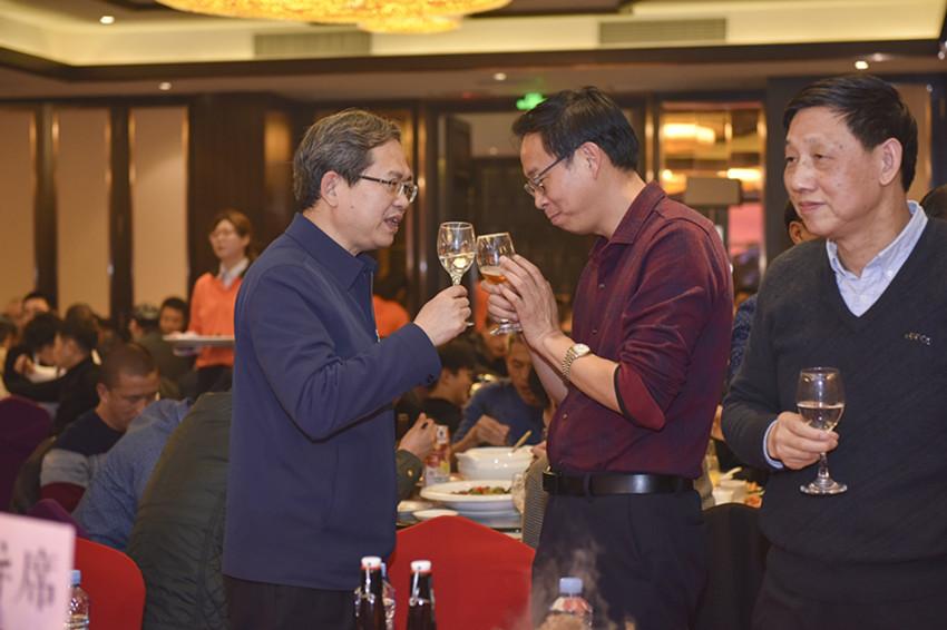 彭业明部长与廖泽方主任在晚会上